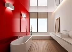 Bad Streichen Statt Fliesen - badezimmer ohne fliesen glas wandpaneele rot holzboden