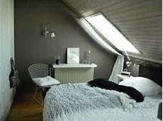 schlafzimmer mit dachschrage farblich gestalten zimmer