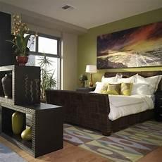 raumteiler schlafzimmer regal vasen gr 252 ne wandfarbe