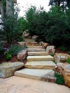 amenagement de jardin avec des pierres escalier en et marches dans le jardin d 233 co et