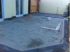 terrasse anlegen untergrund untergrund fur terrassenplatten