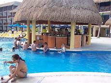 up pool größen swim up pool bar picture of the reef coco playa