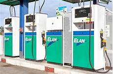 Station D Essence Ouverte Carburant Lavage