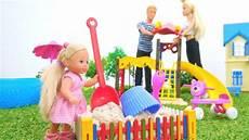 con i giocattoli giochi per bambini con le bambole