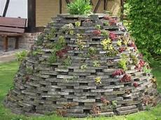steine für garten steine als nisthilfen steingarten fences garten