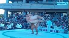 poids moyen d un sumo un sumotori balaye un adversaire qui p 232 se deux fois poids