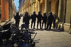 studenti bologna bologna nuovi scontri tra studenti e forze dell ordine