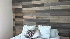 revetement mural interieur en bois lit en bois de grange