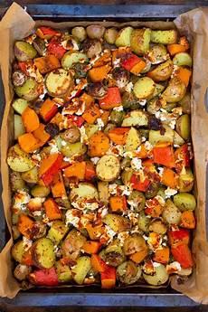 Ofengemüse Mit Kartoffeln - ofenkartoffeln mit k 252 rbis rosenkohl und feta rezept