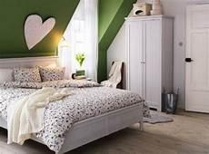 Zimmer Mit Dachschräge Farblich Gestalten - design ideas for a beautiful sloping ceiling bedroom