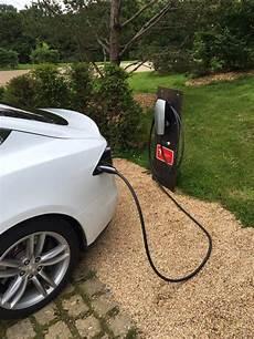 borne recharge tesla les superchargers de tesla explications blue2bgreen