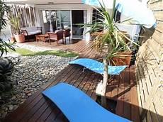 foto di terrazzi appartement 80 m2 224 20 m de la mer avec jardin arbor 233