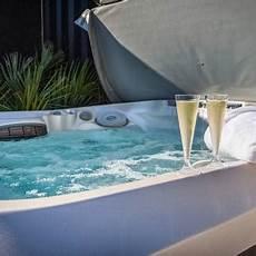 acheter une piscine hors sol en espagne tour d horizon des diff 233 rents abris de piscine aquapolis