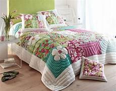 jeté de lit boutis couvre lit boutis enfant meuble de salon contemporain