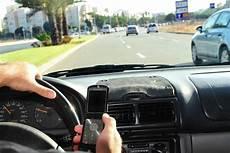 amende telephone au volant sans se faire arreter t 233 l 233 phone au volant et permis voiture permis amende et retrait de points
