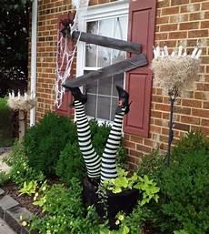 deko ideen zu halloween hexe backsteinwand straecher