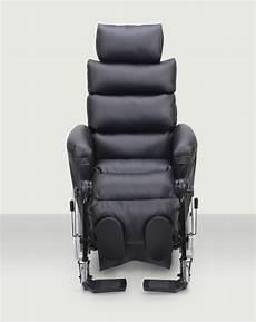 fauteuil grand confort fauteuil roulant weely nov confort et maniabilit 233 par