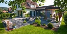 maison de jardin maison moderne avec terrasse et pelouse les nouveaux