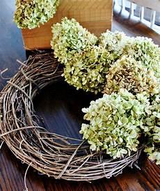 getrocknete hortensien dekorieren how to decorate with hydrangeas thistlewood farm