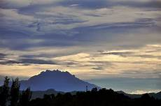 Berkas Mount Kinabalu On Cloudy Morning Jpg