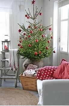 weihnachtsbaum rot silber geschmückt die 15 sch 246 nsten weihnachtsb 228 ume sweet home