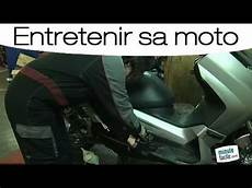Entretien Moto V 233 Rifier Le Niveau De Liquide De
