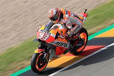 how marc marquez pulled his bike swapping