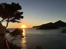 Fantastis 30 Gambar Matahari Terbenam Di Laut
