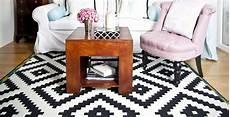 tappeto bianco e nero tappeto nero minimalismo black dalani e ora westwing