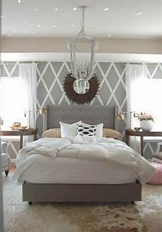 schlafzimmer einrichten ideen grau tapete in grau stilvolle vorschl 228 ge f 252 r wandgestaltung