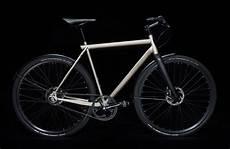geos singlespeed e bike mit stahlrahmen und integrierter