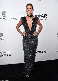 amfar gala 2017 heidi klum heidi klum shows cleavage at amfar gala in la