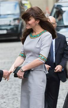 prinzessin kate schwanger a royal cover up kate middleton conceals stomach amid