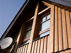 Baumaterialien Zement Giebel Mit Holz Verkleiden