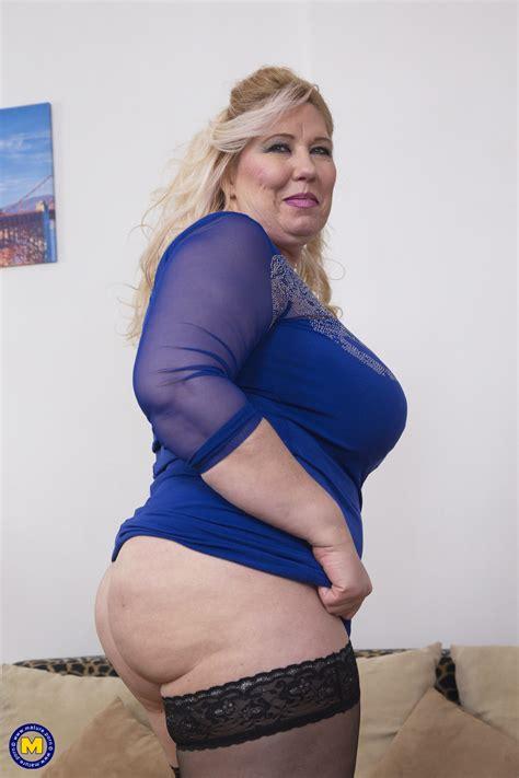 Sexy Mom Naked Pics