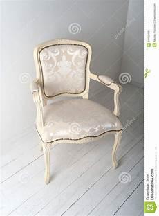 chaise avec la tapisserie d ameublement luxueuse photo