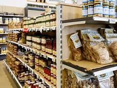 scaffali negozio alimentari arredi negozio frabetti market scaffalature metalliche e