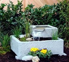 springbrunnen aus stein springbrunnen brunnen wasserspiel granitwerkstein stein