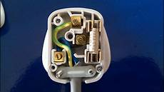 how to wire plugs how to wire a 3pin plug uk wiring a plug youtube