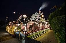 Haus Mit Weihnachtsbeleuchtung - weihnachtsbeleuchtung am haus alles so sch 246 n bunt hier