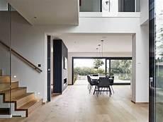 Eingangsbereich Haus Innen Treppe Mit Galerie