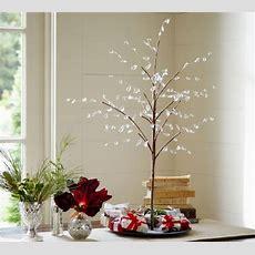 Minimalist Holiday Table Decor