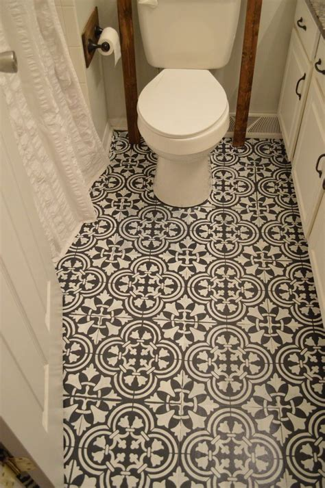Painting Tile Floors In Bathroom by This Chalk Paint And Stenciling On A Linoleum