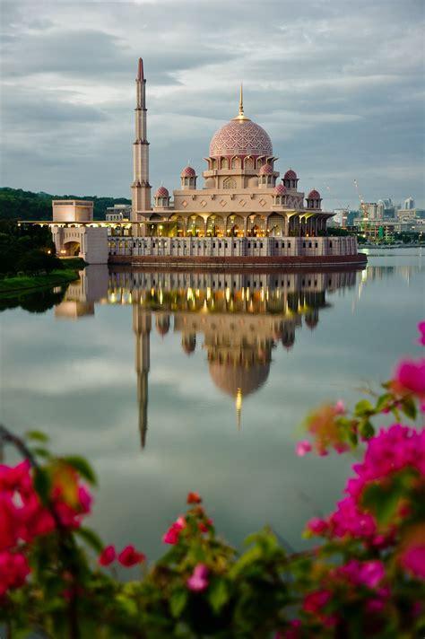putra mosque masjid putra putrajaya malaysia