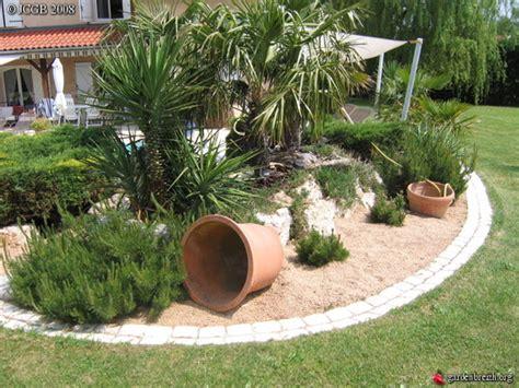 massif de palmiers et yuccas cot piscine les galeries