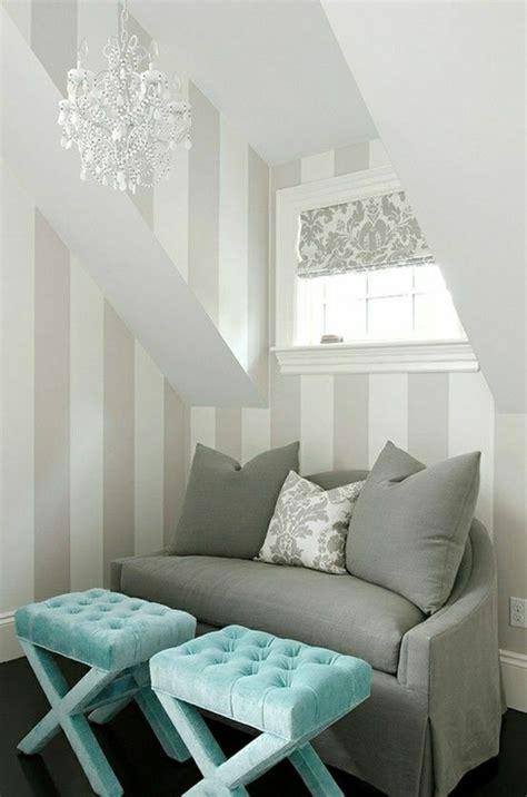 interieur canape canapé gris intérieur moderne lustre baroque de couleur