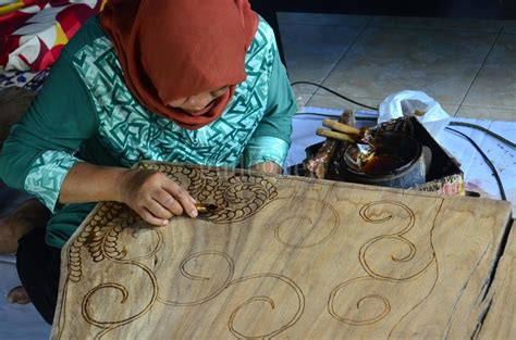 menengok kerajinan batik kayu  desa wisata krebet yogya