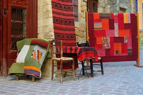 vendere tappeti tappeti tradizionali da vendere in chania grecia immagine