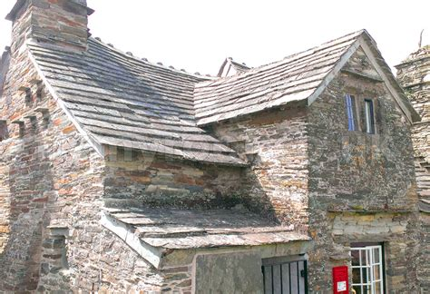 How to Slate a Roof  Instructions on How to fit & Lay Slates