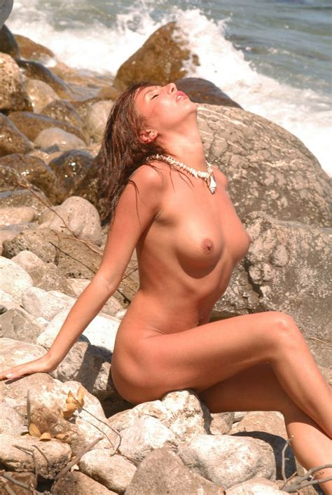 Gorgeous Redhead Milf With Amazing Body Has A Wet Session